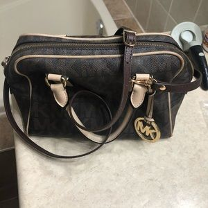 💯 % authentic Micheal Kors purse